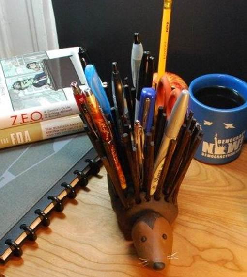 14-DIY-Porcupine-Pencil-Holder