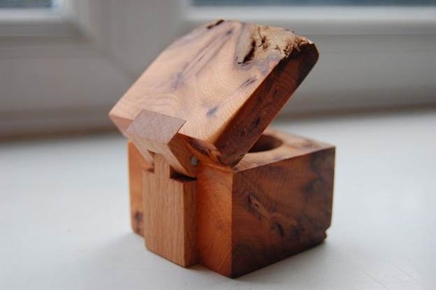 15-DIY-Ring-Box-With-Wooden-Hinge