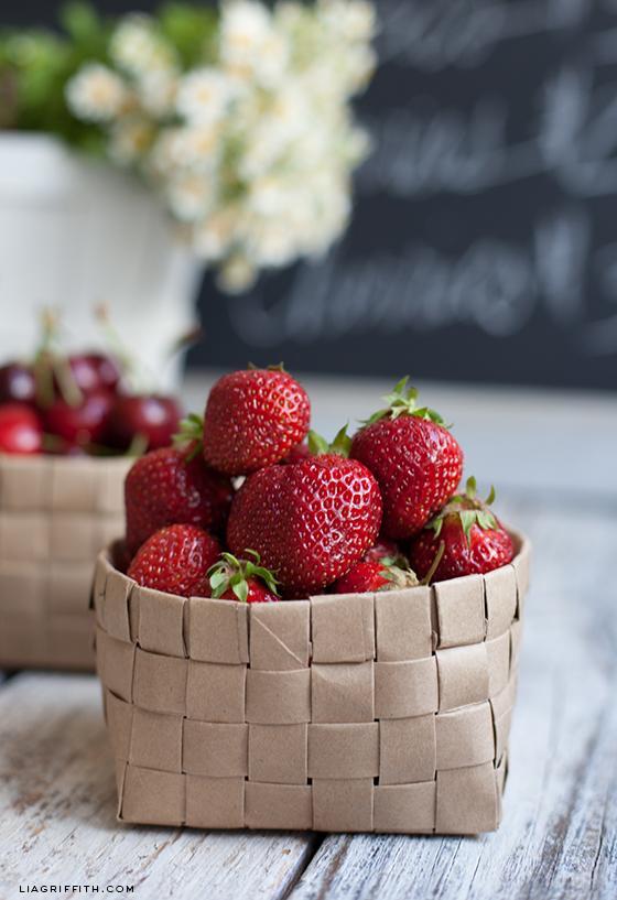 15-DIY-Upcycled-Grocery-Bag-Fruit-Basket