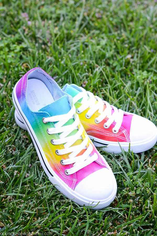 15-Rainbow-Tie-And-Dye-Shoes-DIY