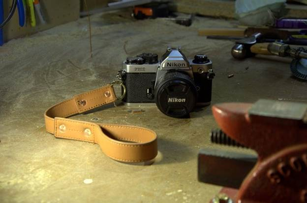 15-Riveted-Leather-Camera-Wrist-Strap