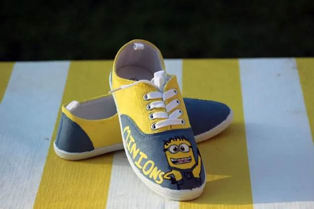 16-DIY-Minions-Shoes