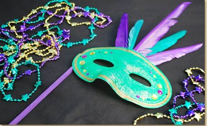 18-DIY-Mardi-Gras-Mask