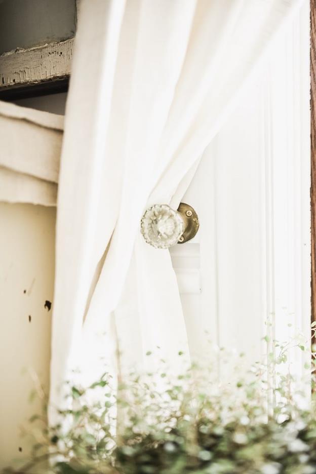19-DIY-Crystal-Door-Knob-Curtain-Tie-Back