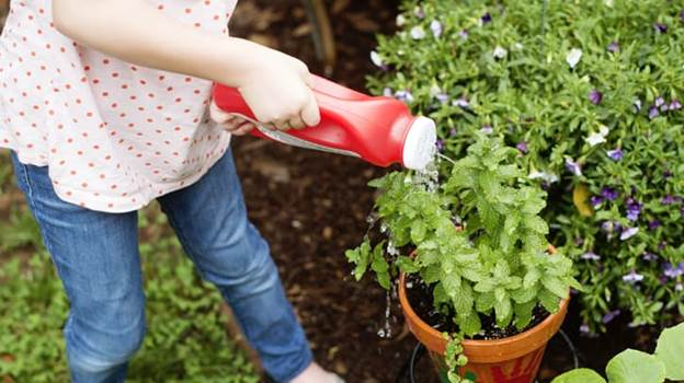 2-DIY-Kid-Watering-Can