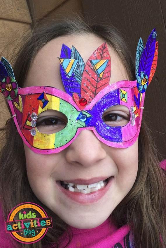 2-DIY-Printable-Mardi-Gras-Mask
