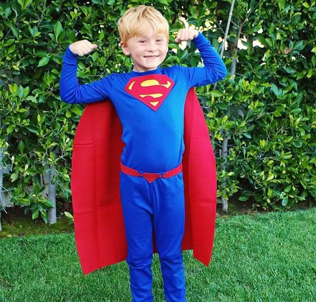 2-DIY-Superman-Costume-For-Kids