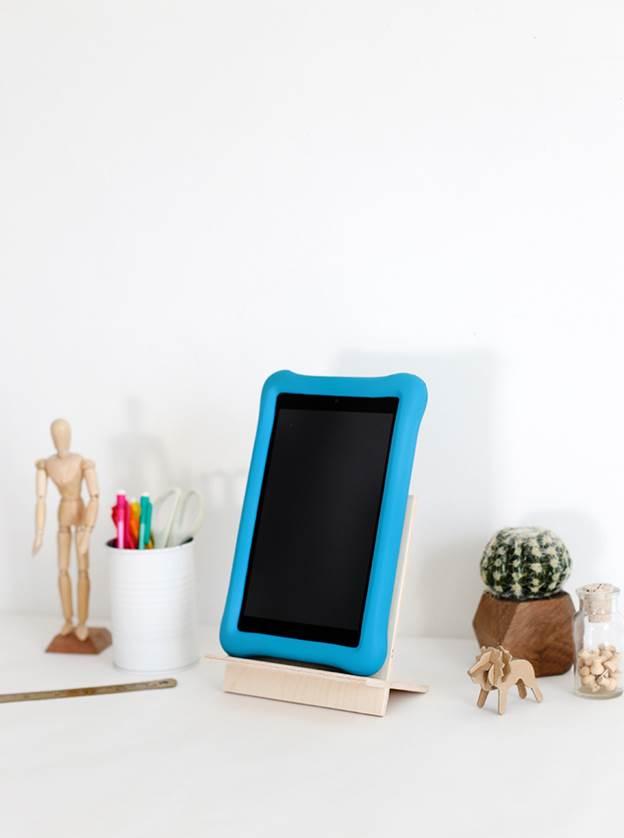 2-DIY-Tablet-Stand