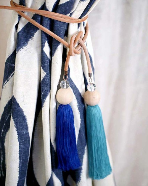 22-DIY-Curtain-Tie-Back-With-Tassel