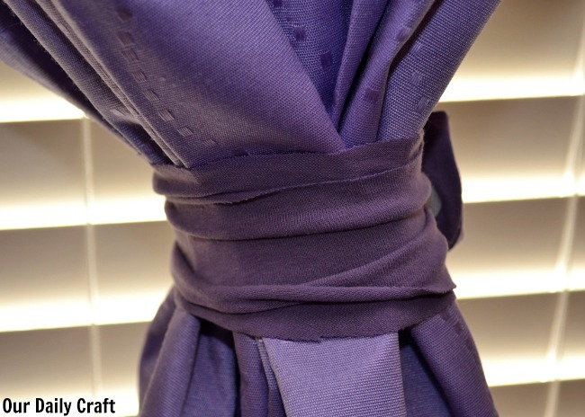 24-Easy-Upcycled-DIY-Curtain-Tiebacks