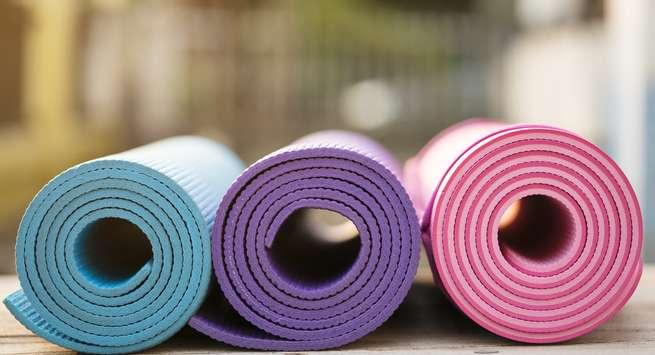 3-DIY-Yoga-Mat-Alternatives