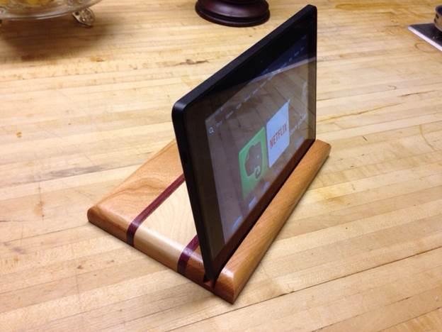 4-DIY-Custom-Wooden-Tablet-Stand