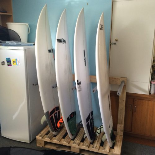6-Surfboard-Pallet-Rack-Idea