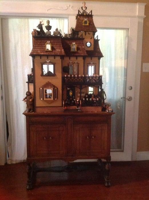 8-DIY-Halloween-Doll-House
