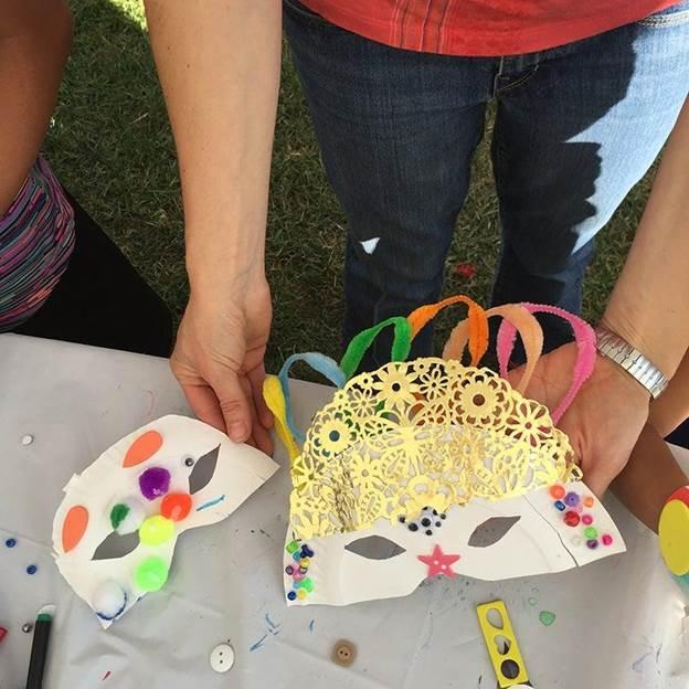 8-DIY-Paper-Plate-Mardi-Gras-Mask