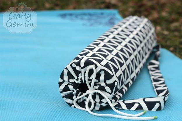 8-DIY-Yoga-Mat-Bag