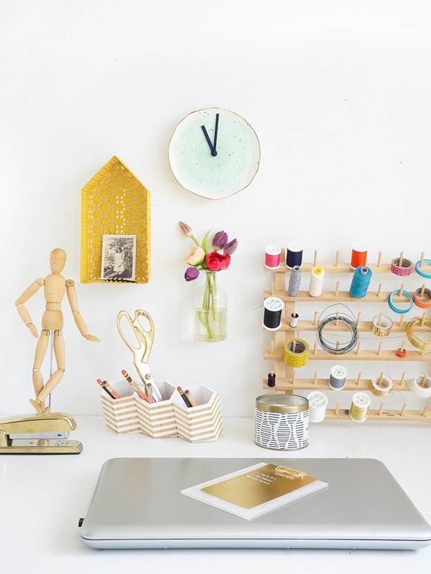 11-DIY-Plate-Clock