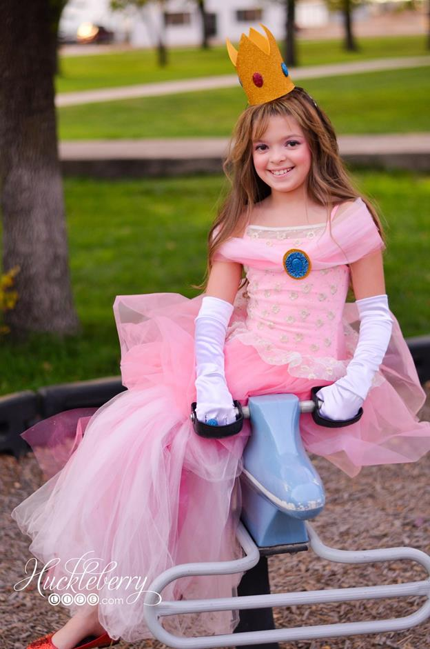 13-Princess-Peach-Costume-Idea