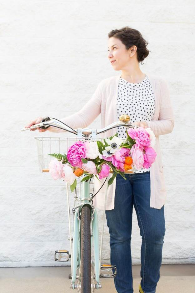 14-DIY-Floral-Bike-Basket