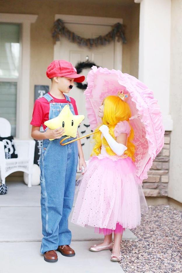 14-Super-Mario-Family-Costume-Idea
