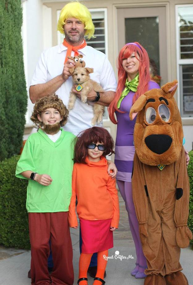14. DIY Scooby Doo Gang Family Costume