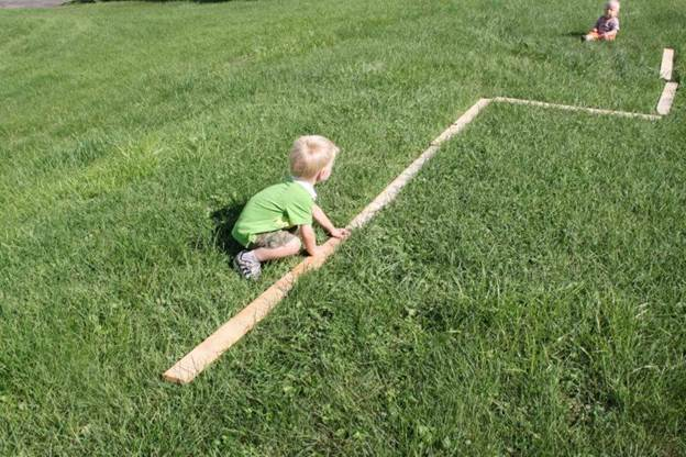 15-DIY-Balance-Beam-For-Toddlers