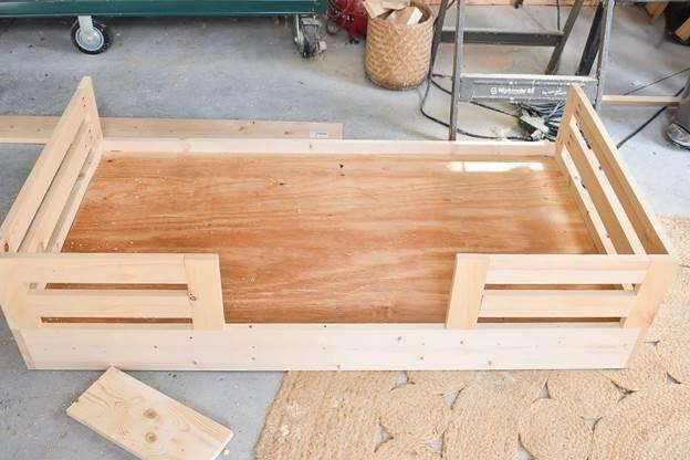 15-Floor-platform-bed-with-rails