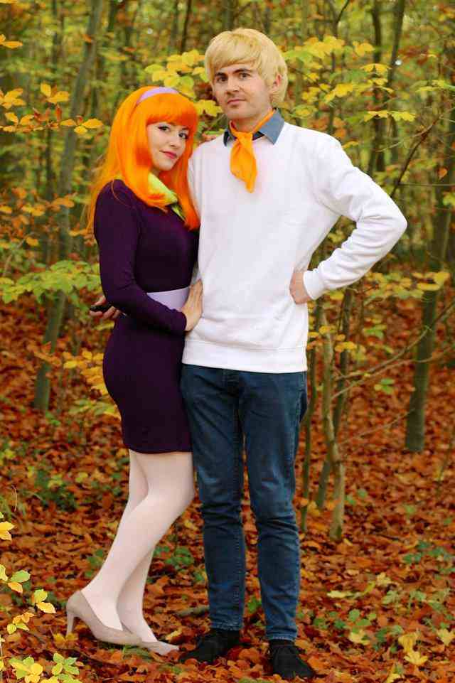 16. DIY Daphne And Fred Scooby Doo Costume