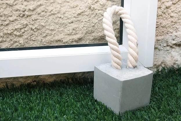 19. DIY Concrete Door Stopper-1