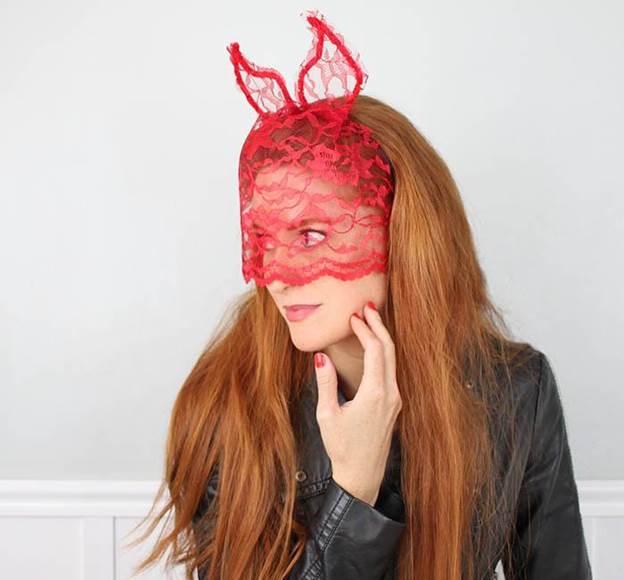 2-DIY-Devil-Horns-With-Veil