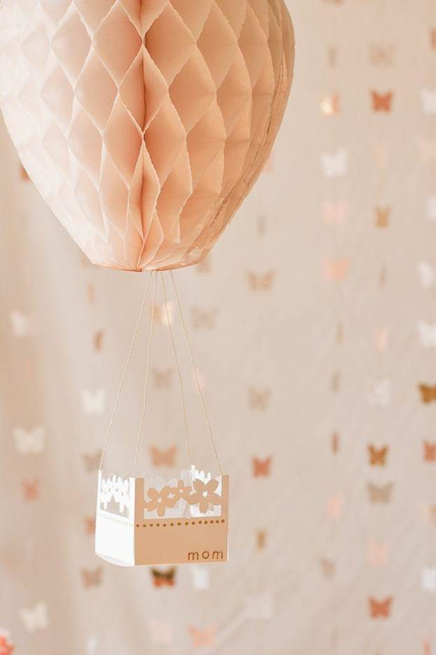 2-DIY-Hot-Air-Balloon-Party-Decor