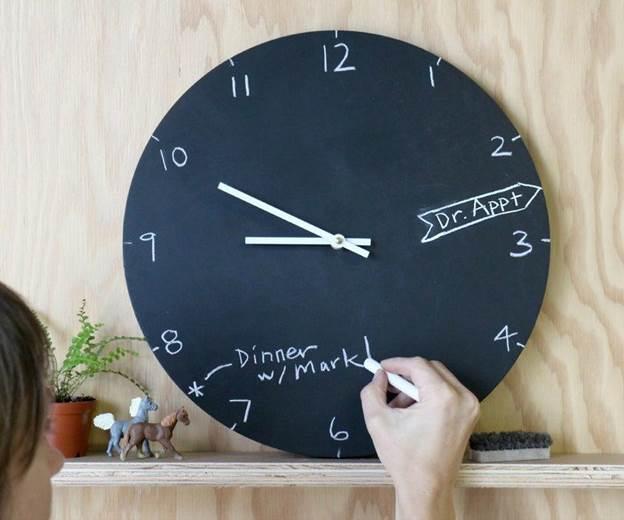 3-DIY-Chalkboard-Clock