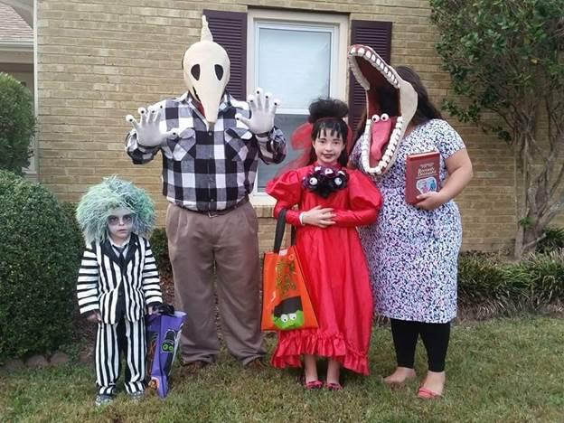 4-DIY-Beetlejuice-Family-Costume