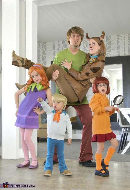 4. DIY Scooby Doo Family Costume