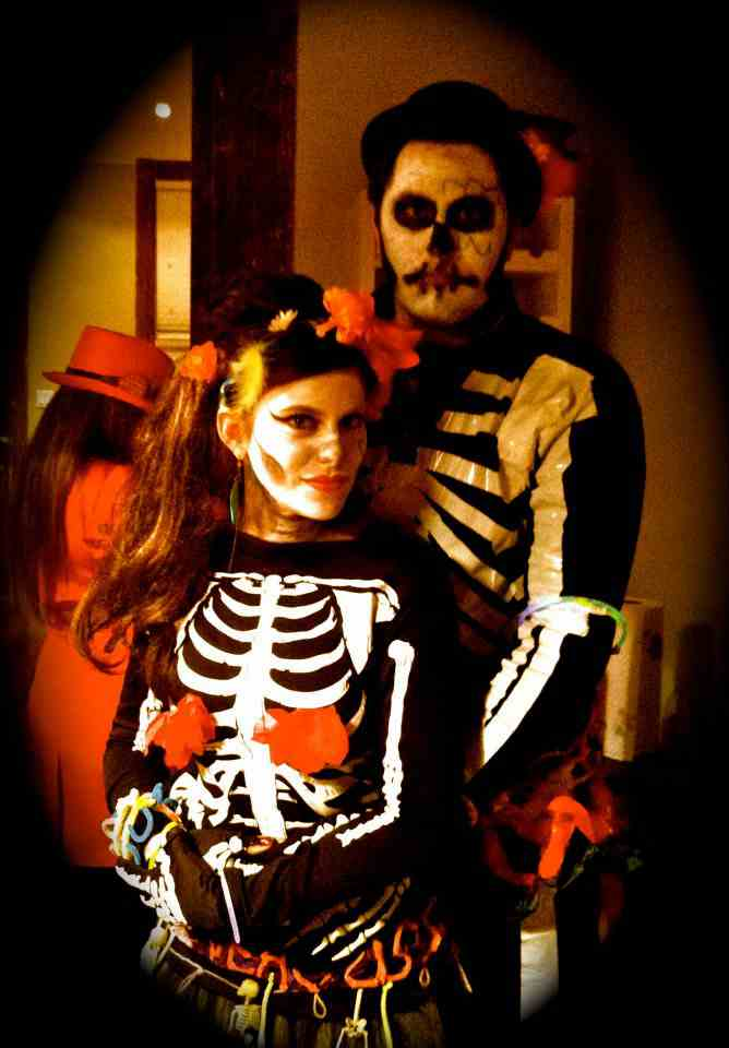 5-DIY-Day-Of-The-Dead-Costume-Couple
