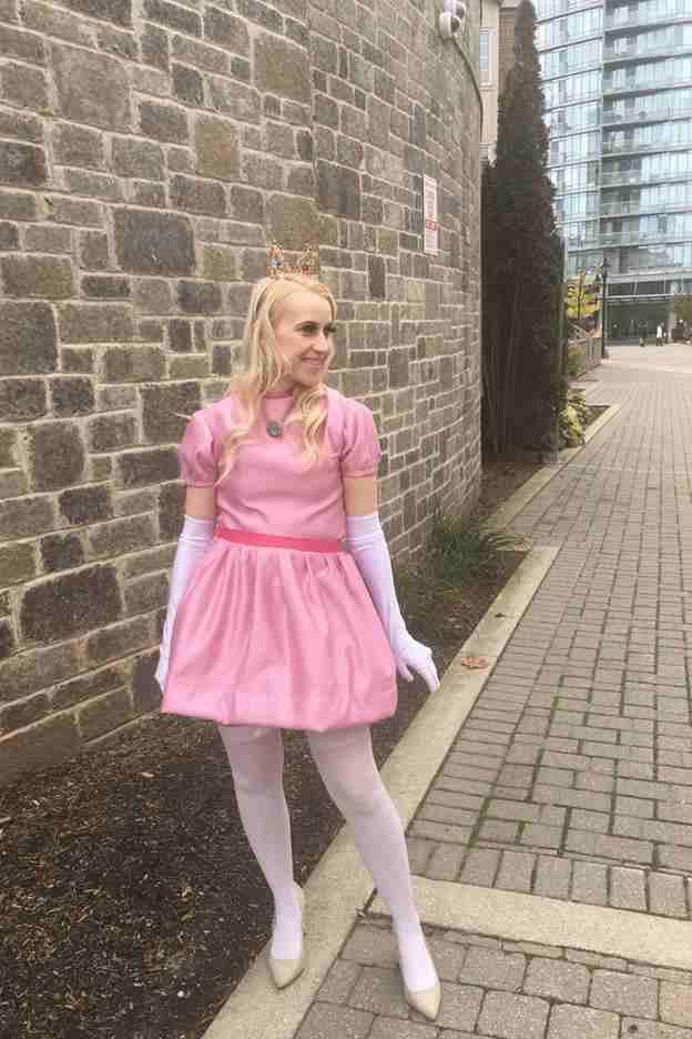 5-DIY-Princess-Peach-Costume-Girl