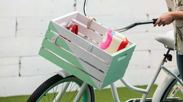 5-DIY-Wood-Crate-Bike-Basket