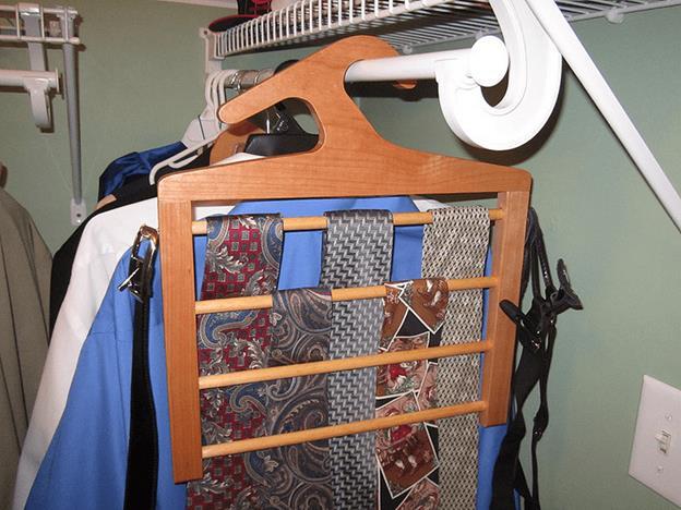 8-DIY-Tie-Rack-Hanger