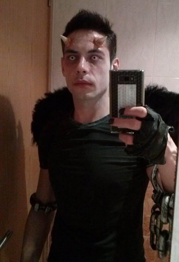 8-Halloween-Devil-Horns-Makeup