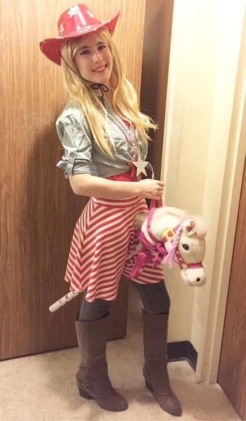 9-DIY-Cowgirl-Costume