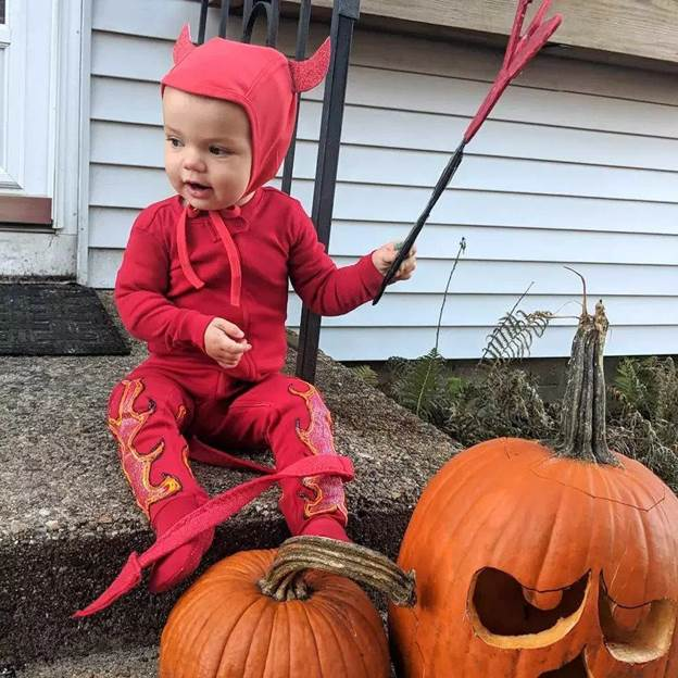 9-DIY-Devil-Baby-Costume-With-Horns