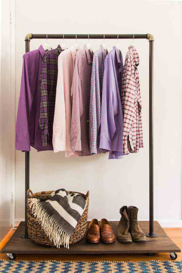 1-How-To-Make-A-Mobile-Clothing-Rack