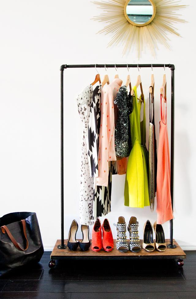 10-DIY-Mobile-Garment-Rack