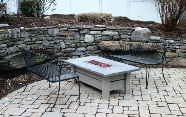 12-DIY-Fire-Pit-Table-With-Concrete