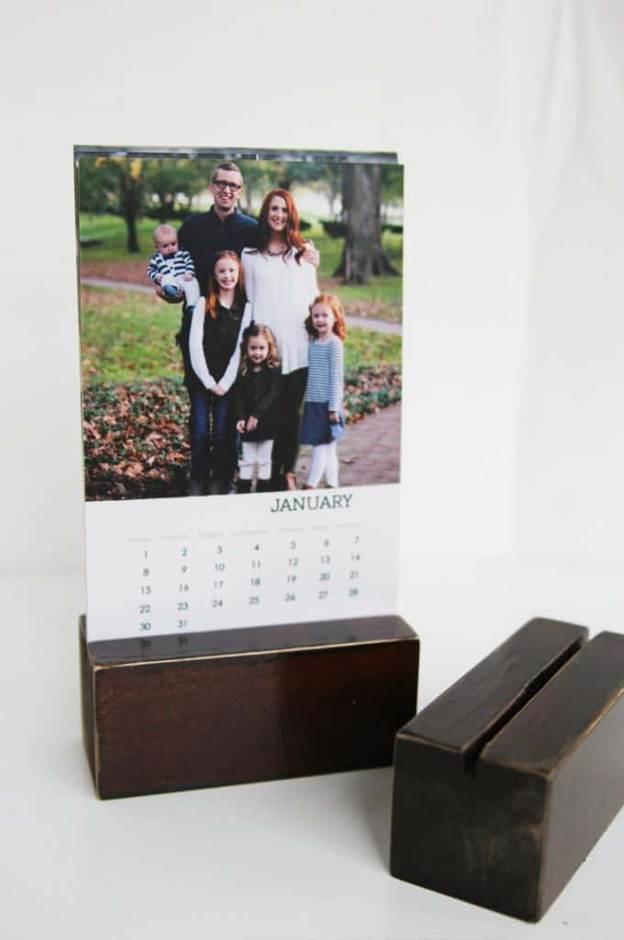 19-DIY-Photo-Desk-Calendar