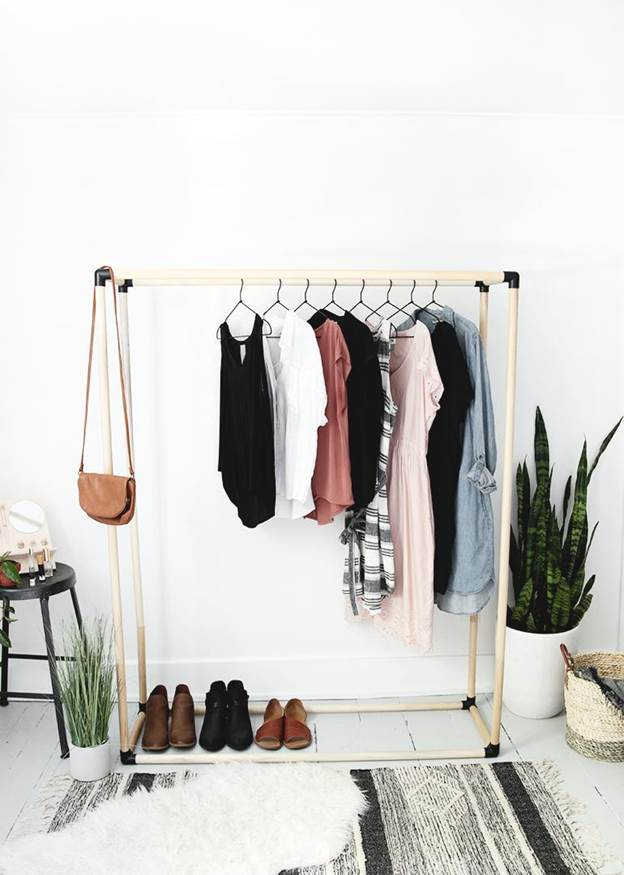 2-DIY-Clothing-Rack