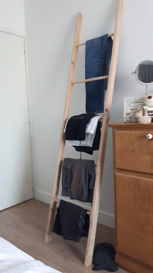 7-DIY-Simple-Clothing-Rack