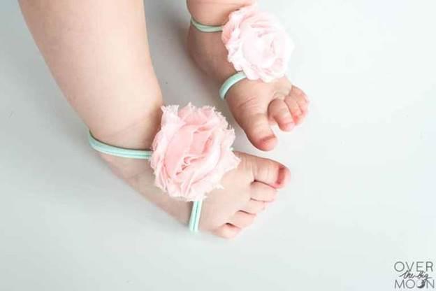 8-DIY-Barefoot-Sandals-For-Babies