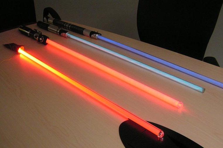8-Top-Notch-Lightsaber-Design