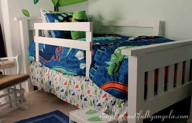 10-DIY-Toddler-Bed-With-Rails